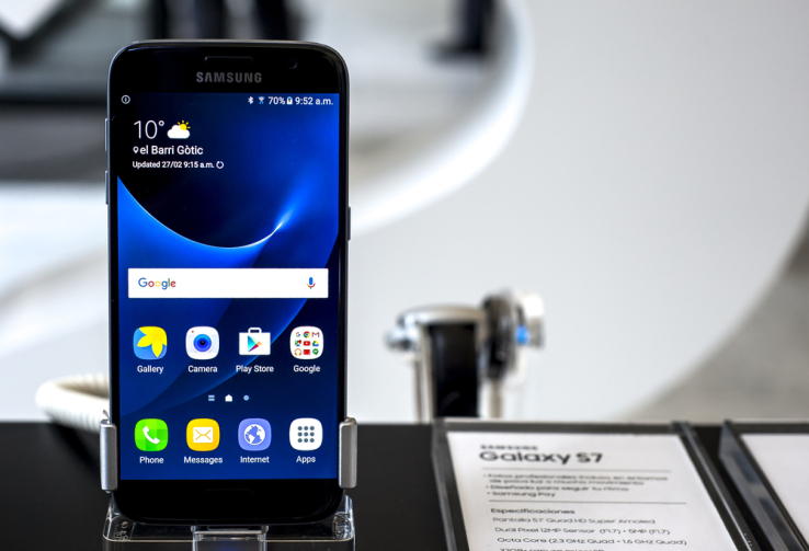 Samsung expects solid first-quarter results as the Galaxy S7 enjoys strong sales