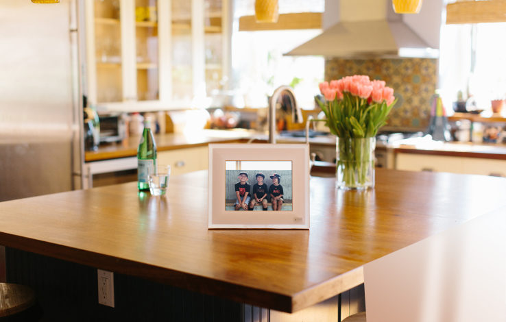 Aura rethinks the digital picture frame with smarter software, sensors & gesture control