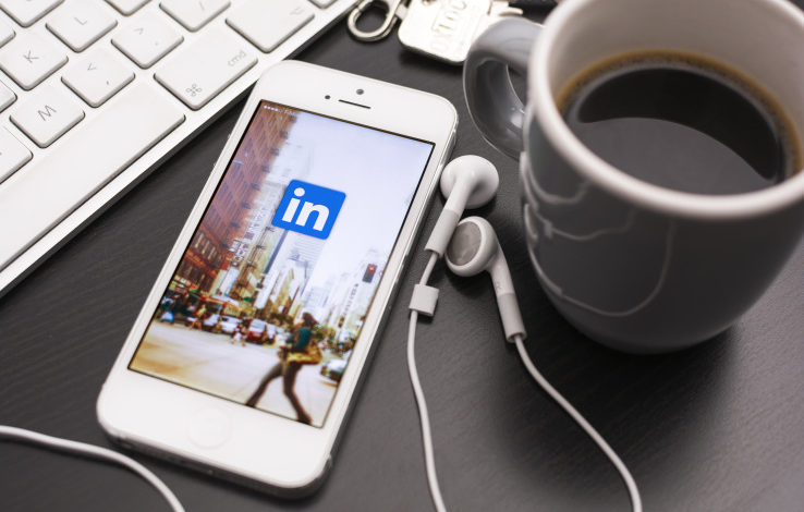 LinkedIn boosts its messaging with smart replies, pre-written, AI based interactions