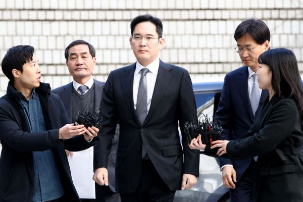 Prosecutors seek arrest warrant against Samsung heir Jay Lee